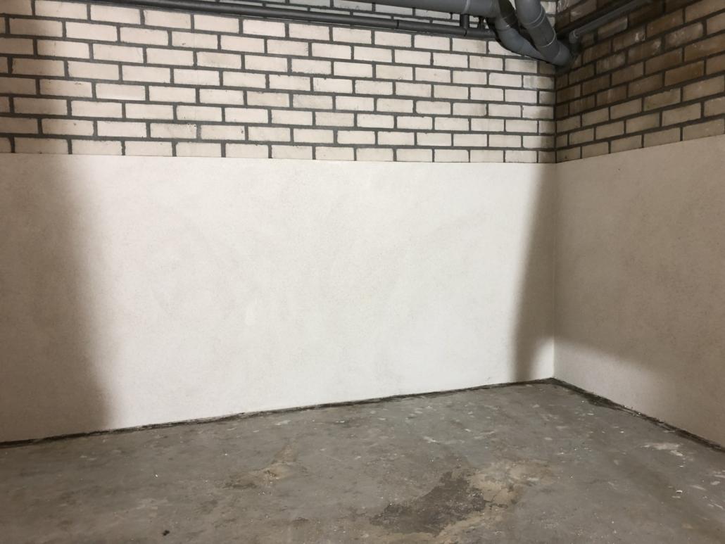 Afgewerkte en gestucte keldermuur Den Haag